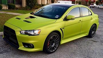 авто в зеленой пленке