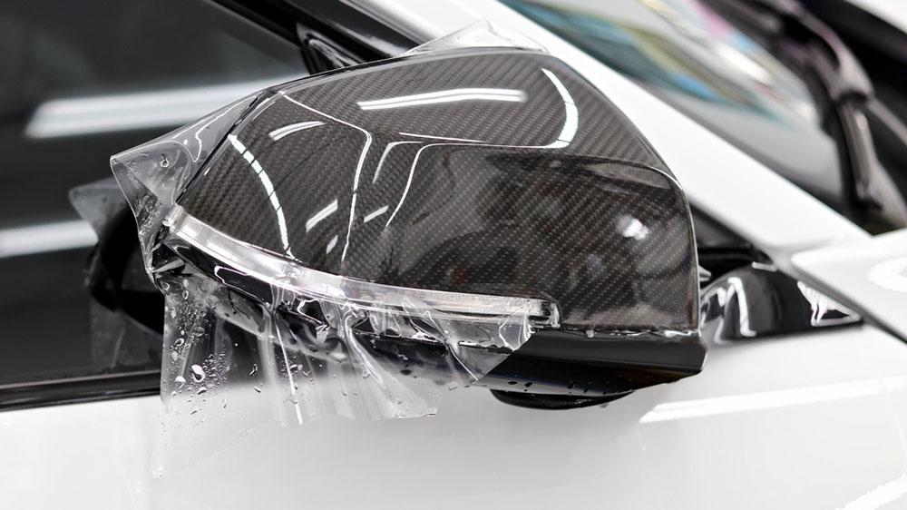 защитная полиуретановая пленка на зеркале авто